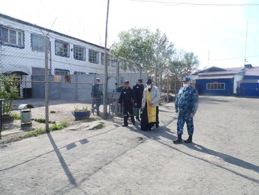 Священнослужитель освятил помещения и территорию ИК-4 УФСИН России по Магаданской области