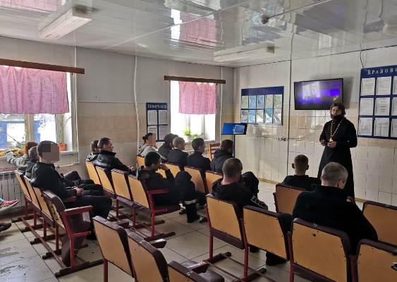 Осужденных, отбывающих наказание в колонии-поселении УФСИН России по Магаданской области, посетил помощник начальника УФСИН по работе с верующими